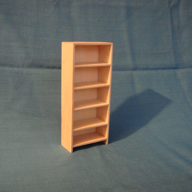 poppenhuis boekenkast met 4 x legbord : STRANG € 10,00